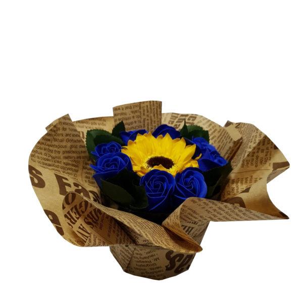 Aranjament din flori parfumate de săpun 9 fire