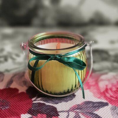Lumânare pentru aromaterapie, naturală, cu fitil de lemn tropical şi cu ulei esenţial de mentă, în felinar