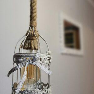 Lustra stil romantic handmade cu abajur din colivie metalica cu finisaj alb patinat, cu sfoara retro de canepa  si bec Edison, Shabby chic, retro