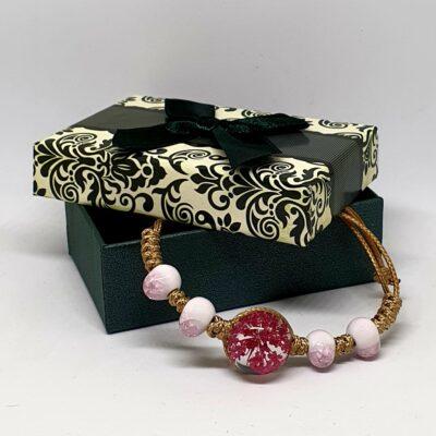 Bratara handmade cu floare naturala, roz inchis, marime reglabila, in cutiuta cu mesaj