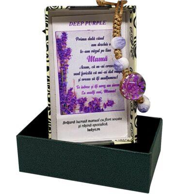 Bratara handmade cu floare naturala, mov, marime reglabila, in cutiuta cu mesaj pentru mama