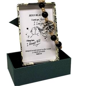 Bratara handmade cu floare naturala, neagra, marime reglabila, in cutiuta cu mesaj