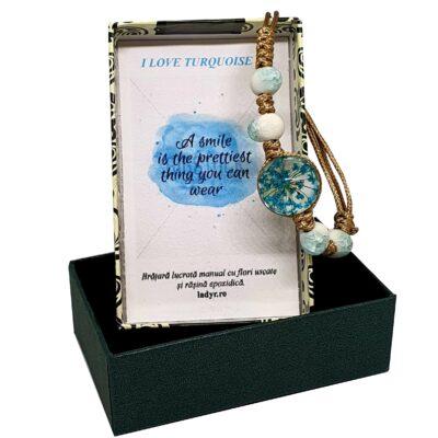 Bratara handmade cu floare naturala, turcoaz, marime reglabila, in cutiuta cu mesaj