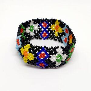 Bratara multicolora handmade model traditional cu margelute in cutiuta cadou